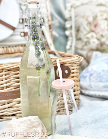 Old fashioned lemonade with lavender and vanilla
